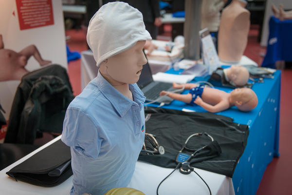 Interprofessional teaching with simulations and standardized patients